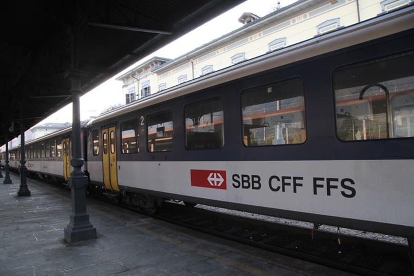 defibrillatore semiautomatico treni